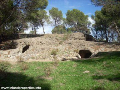 ardales chorro necropolis aguilillas  tumba 1 y 2